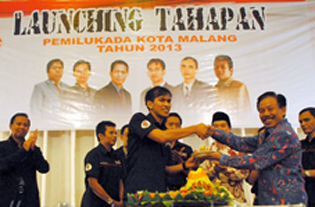 Walikota dan Ketua KPU saat launching Pemilukada Kota Malang